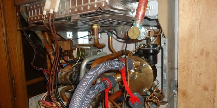Установка водонагревательной системы от компании «УмелецЪ»1
