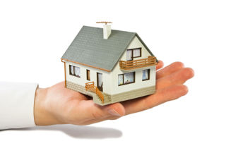 Выгодно ли покупать квартиру через посредника?