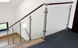 Стеклянные перила на лестнице: достоинства и недостатки