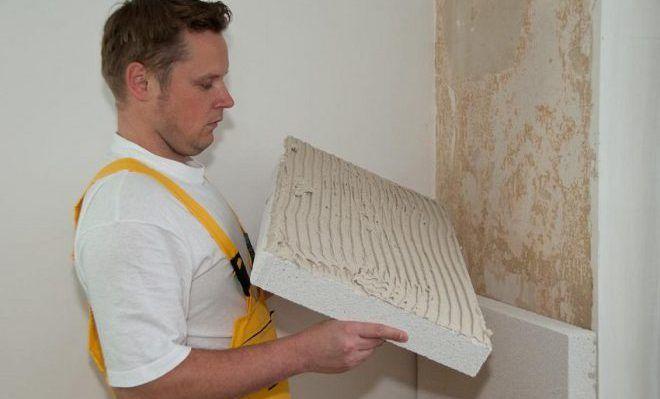 Монтаж плит пенополистирола на внутреннюю стену