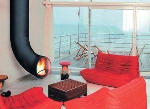 Такой вариант камина станет достойным украшением гостиной, оформленной в современном стиле